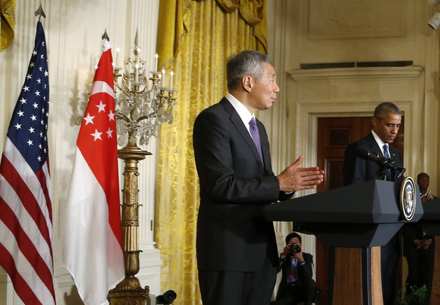 Singapore Prime Minister Lee Hsien Loong addresses a joint news conference with U.S. President Barack Obama (R) at the White House in Washington, U.S., August 2, 2016.  REUTERS/Jonathan Ernst